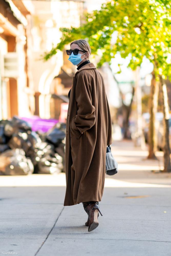 Ashley Benson színésznőt a napokban New Yorkban fotózták le olyan fényképészek, akik abból élnek, hogy híres embereket fotóznak le mindenfelé.