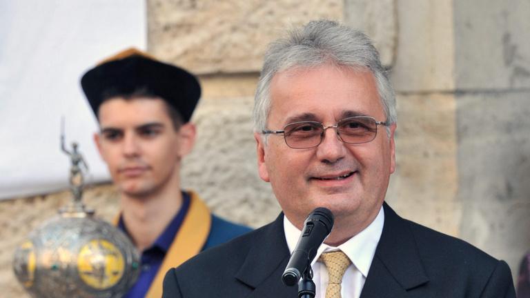 Konzervatív jogászprofesszor bírálja a kormányt az uniós vétó miatt