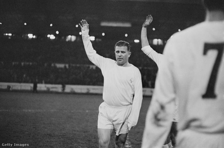Puskás Ferenc 1966. november 22-én a Real Madrid - Chelsea mérkőzésen Londonban