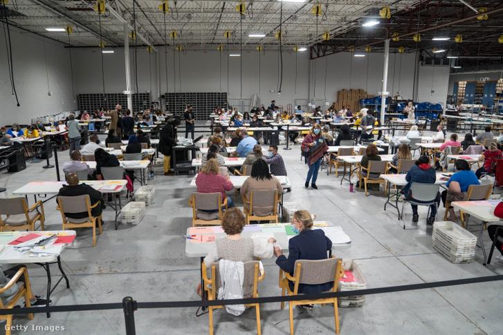 Szavazatszámlálás Georgia államban, 2020. november 16-án.