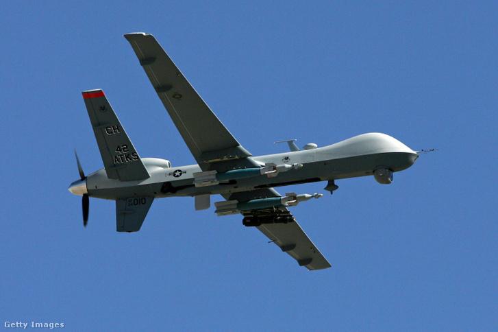 Megy a drón