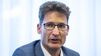 Cser-Palkovics a kamarai elnöknek: hagyja békén az önkormányzatokat!