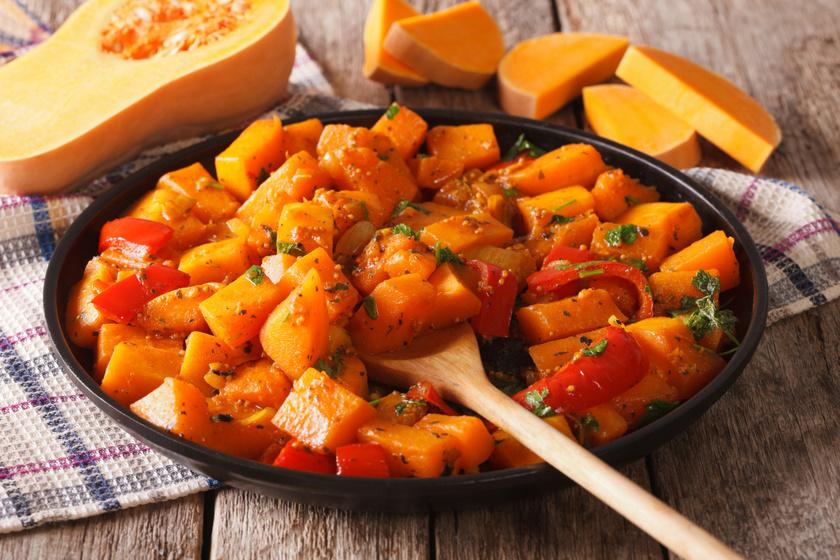 Illatos, szaftos sütőtökös curry: ezt tényleg lehet tunkolni