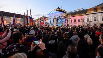 Hiába a tiltás, tüntettek a kormány ellen Pozsonyban