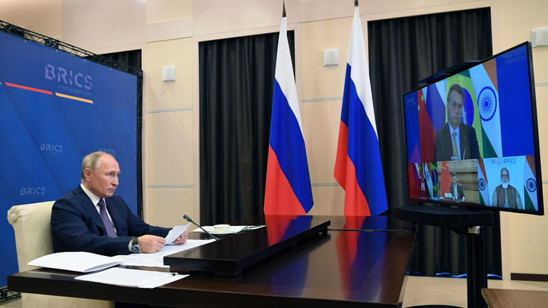Putyin: az orosz vakcinát Kínában és Indiában is gyárthatják