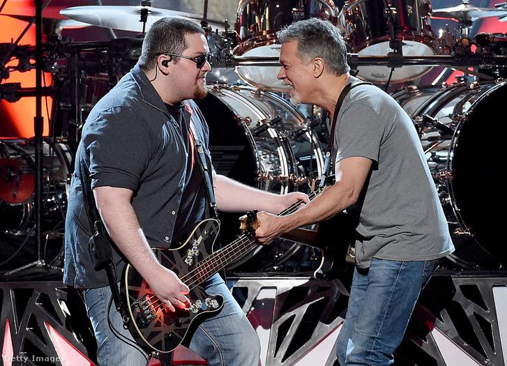 Eddie és fia Wolfgang Van Halen 2015-ben