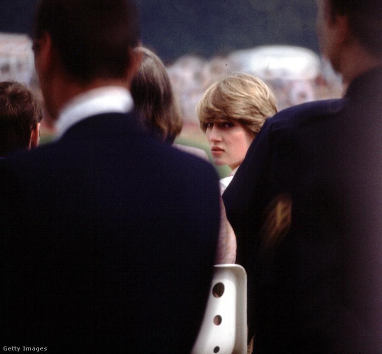 Mindegy mennyire távol álltak tőle a fotósok, Diana kiszúrta, ha ráirányult a gépük