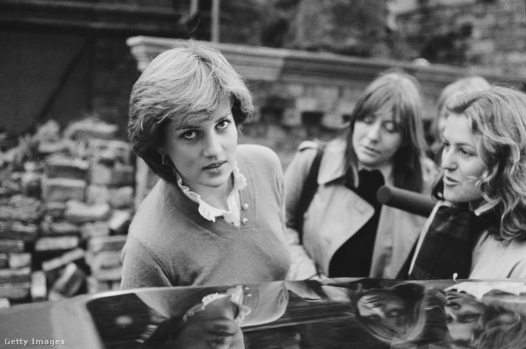 Károly herceg 1981 február  6-án jegyezte el Dianát, aki még néhány hétig, február 25-ig élt három lakótársával Coleherne Courti (nyugat-londoni) otthonában, amit 18