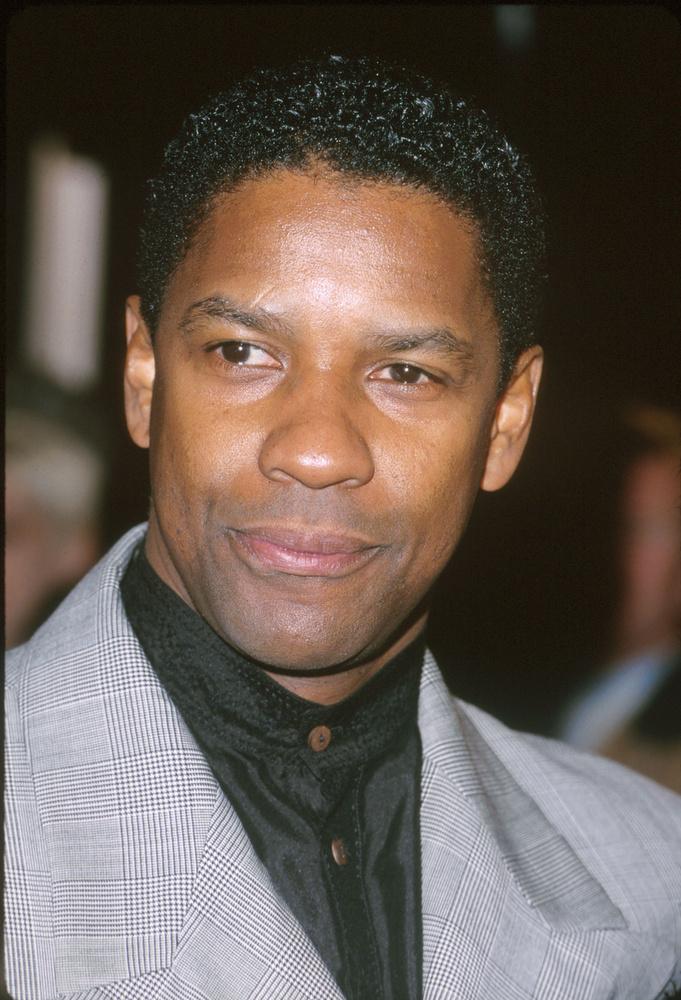 A People először 1985-ben választotta meg a legszexibb élő férfit (Mel Gibson lett), az első feketebőrűt pedig 1996-ban, ő volt Denzel Washington.