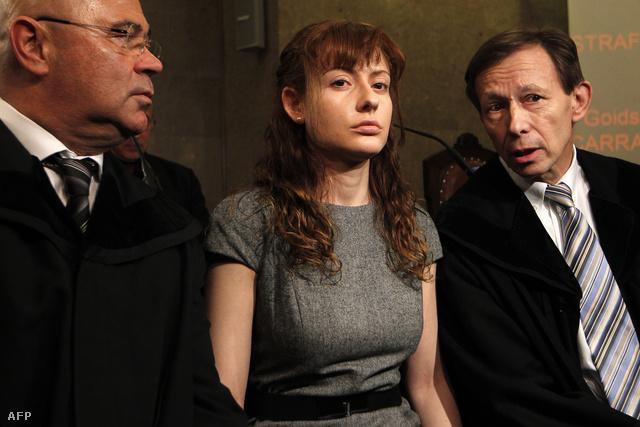 Estibaliz Carranza ügyvédeivel.