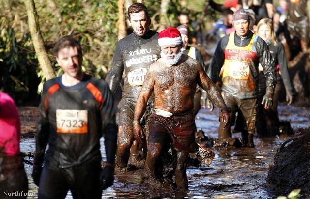 Tough Mudder - sáros akadályfutó-verseny Angliában