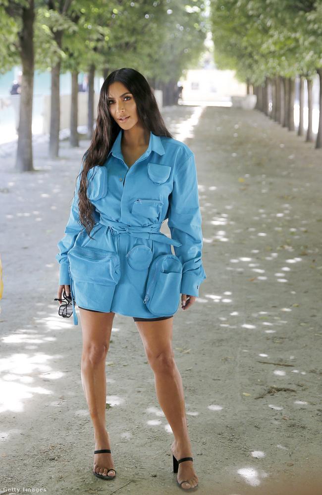 2018 júniusa: Kim Kardashian a párizsi férfidivat-bemutatók szünetében bemutatta,