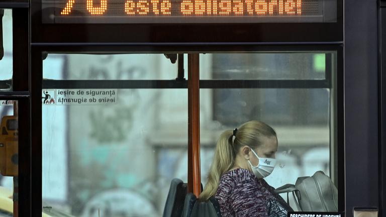 Több mint tízezer új fertőzöttet azonosítottak egy nap alatt Romániában