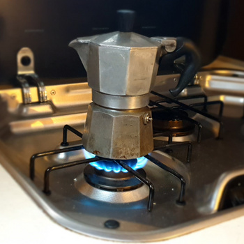 Erre ügyelj, ha kotyogós kávéfőzőt tisztítasz – Tilos mosogatószert használni