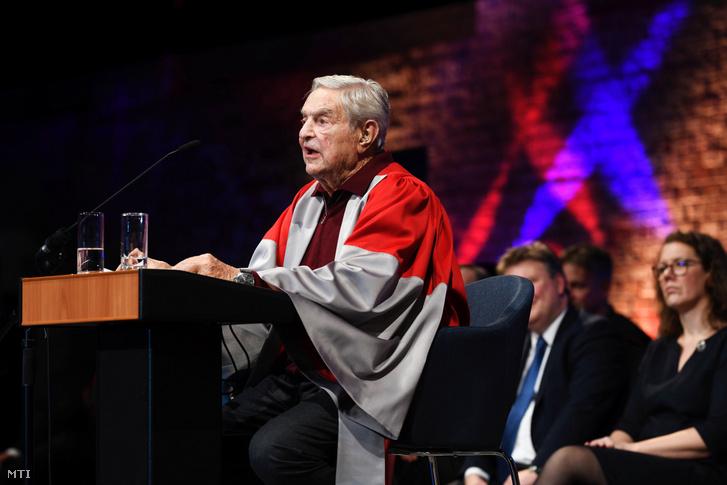 A Közép-európai Egyetem (Central European University CEU) által közreadott képen az intézmény alapítója és tiszteletbeli elnöke Soros György üzletember beszédet mond az egyetem bécsi campusának megnyitóján 2019. november 15-én.