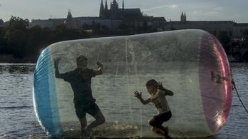 A cseh kormányfő szerint korlátozni kell az idegenforgalom támogatását