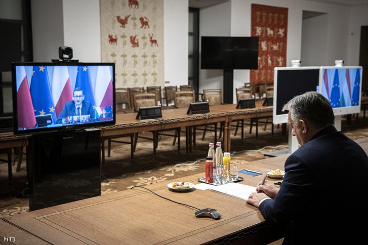 Orbán Viktor miniszterelnök videokonferencián egyeztet a visegrádi partnerekkel (V4) az EU-csúcs előtt a Karmelita kolostorban 2020. november 19-én