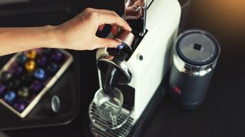 Kávéval és kacajjal jő a reggel