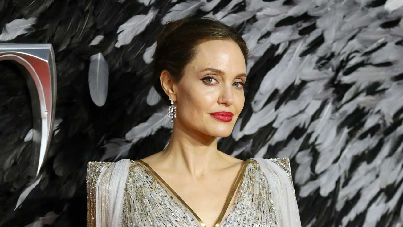 angelina-jolie-come-away