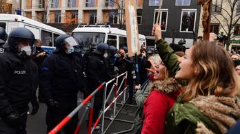 Csaknem kétszáz embert őrizetbe vettek Berlinben egy tüntetés után