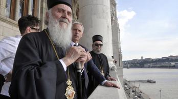 Belehalt a koronavírus szövődményeibe a szerb ortodox egyház feje
