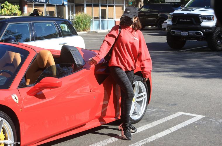 Még egy utolsó fotó a kocsival.