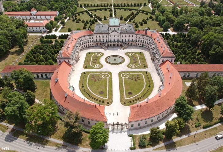 A fertõdi Esterházy-kastély 2020. május 22-én