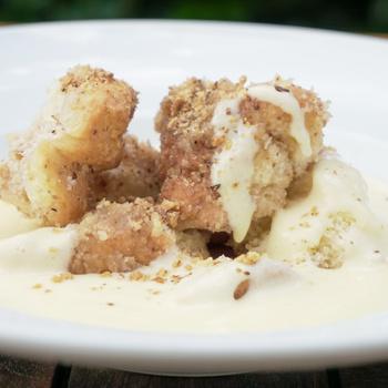 Klasszikus, nagyiféle aranygaluska vaníliasodóval – Így készítve lesz a legfinomabb a diós tészta