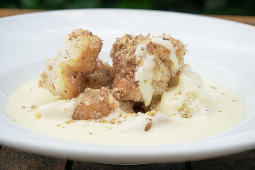 Klasszikus nagyiféle aranygaluska vaníliasodóval – Így készítve lesz a legfinomabb a diós tészta