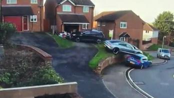 Sokkal rosszabbul nem sikerülhetett volna a Porsche Taycan parkolása