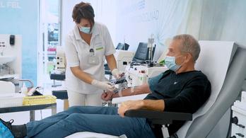 Szörnyű dilemma: kitől tagadjuk meg az életmentő plazmaterápiát?