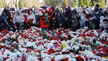 Több ezren búcsúztatták a belarusz tüntetőt, akit agyonvertek a rendőrök