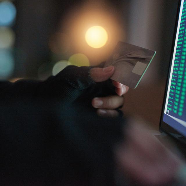 Árulkodó jelek, ha visszaélnek a bankkártyáddal: érdemes vigyázni az interneten