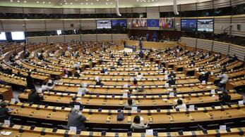 Századvég: a többség elutasítja, hogy Brüsszel feltételekhez kötné a gazdasági segítséget