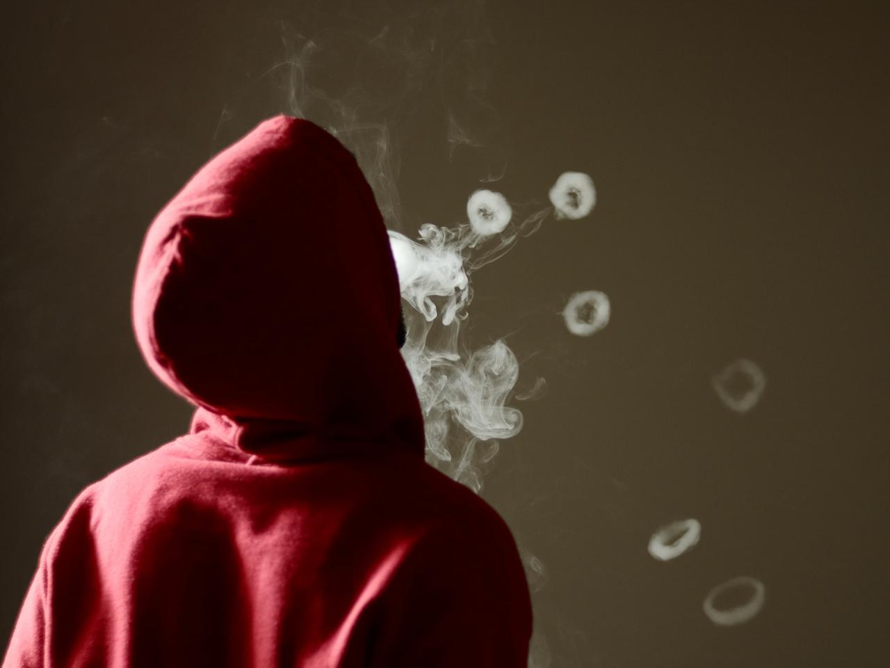 A dohányzás évente több mint 8 millió halálesethez vezet, amelyből körülbelül 1,2 millióan úgynevezett passzív dohányosok, azaz olyan személyek, akik nem számítanak dohánytermék-fogyasztónak (WHO)                                                  A tudomány fejlődésének köszönhetően ma már több alternatíva is rendelkezésre áll, amelyek a hagyományos dohányzáshoz képest kevesebb káros anyagot bocsáthatnak ki. Ilyen technológia például az e-cigaretta, a nikotinsó-alapú technológia vagy a dohány-hevítéses technológia. Előbbi egy nikotintartalmú folyadék hevítésével állít elő nikotinpárát, a nikotinsó kémiai reakció útján szabadítja fel a nikotint, míg a dohány-hevítéses technológia olyan hőmérsékletre hevíti a dohányt, amely elég ahhoz, hogy dohány- és nikotinpára keletkezzen, de még ne történjen égés. Számos, különböző elven működő füstmentes technológia létezik, de közös bennük, hogy füst és égés nélkül működnek. Mivel az egyes technológiákon belül is nagy eltérések vannak, ezért fontos, hogy megbízható forrásokból tájékozódjunk.