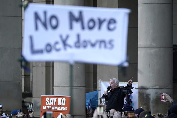 David Icke egy tüntetésen Birminghamben.
