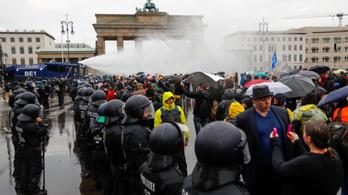 Hitlert emlegeti Merkel korlátozó intézkedései miatt a német szélsőjobboldali AfD