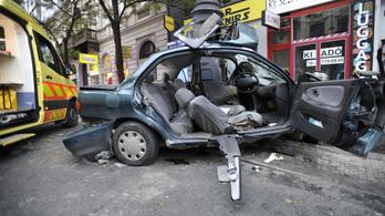 Babát vár a Károly körúton halálos balesetet szenvedett Kismenők-énekes barátnője