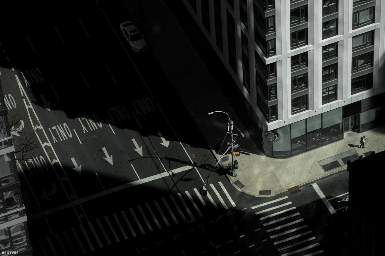 Kihalt utca Manhattan belvárosában a járvány miatti lezárások alatt, 2020. március 15-én.
