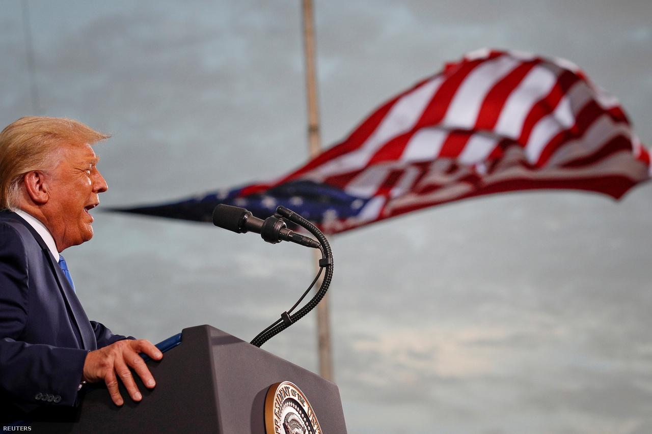 Donald Trump kampánybeszédet tart a Cecil légibázison a Floridai Jacksonwille-ben 2020. szeptember 24-én.