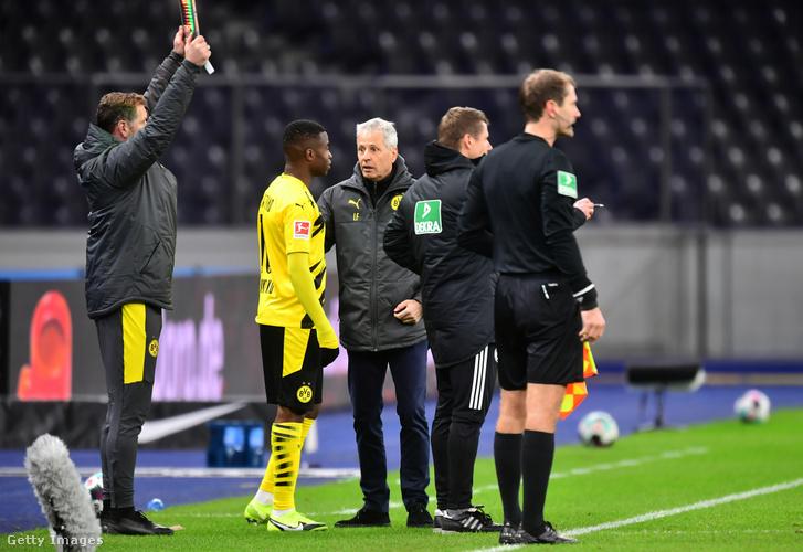 A történelmi pillanat: Lucien Favre pályára küldi a Bundesligában Youssoufa Moukokót