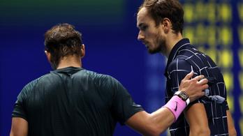 Medvegyev fordított Nadal ellen, vb-döntőbe jutott