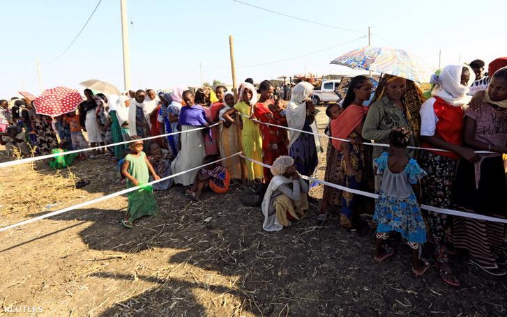 Etióp menekültek a szudáni határon 2020. november 20-án