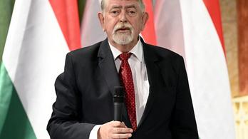 Kásler Miklós: Egy emberként adózunk tisztelettel az egészségügynek!