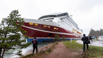 429 emberrel a fedélzetén partra futott egy komp Finnországban