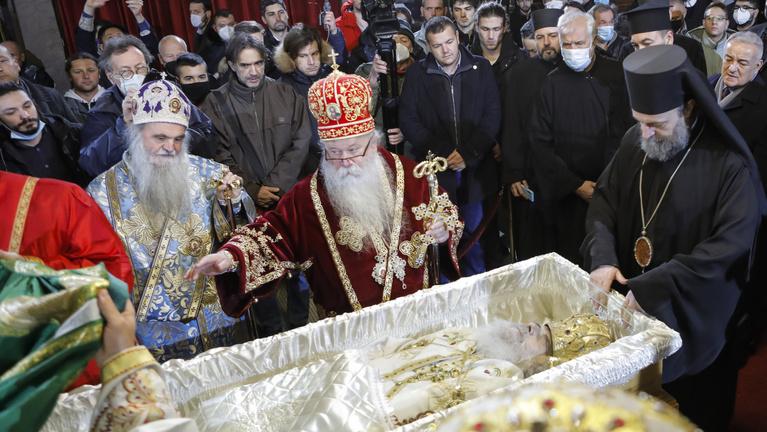 Több ezren kísérték utolsó útjára a koronavírus szövődményeiben elhunyt szerb ortodox egyházfőt