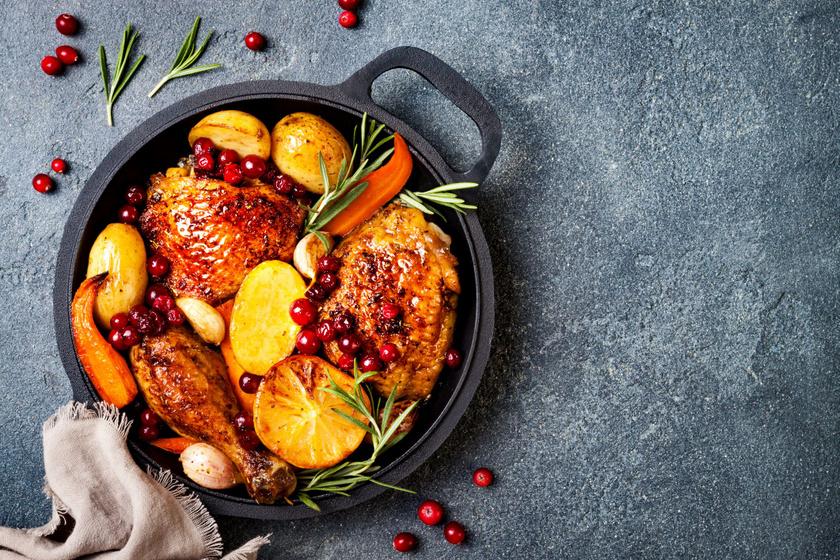 Tepsiben sült, fokhagymás, zöldséges csirkecomb: egyszerűen fenséges
