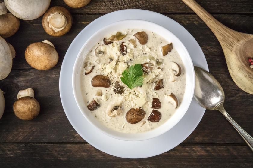 Sűrű gombakrémleves sajttal és fokhagymával: laktató, és jól átmelegít
