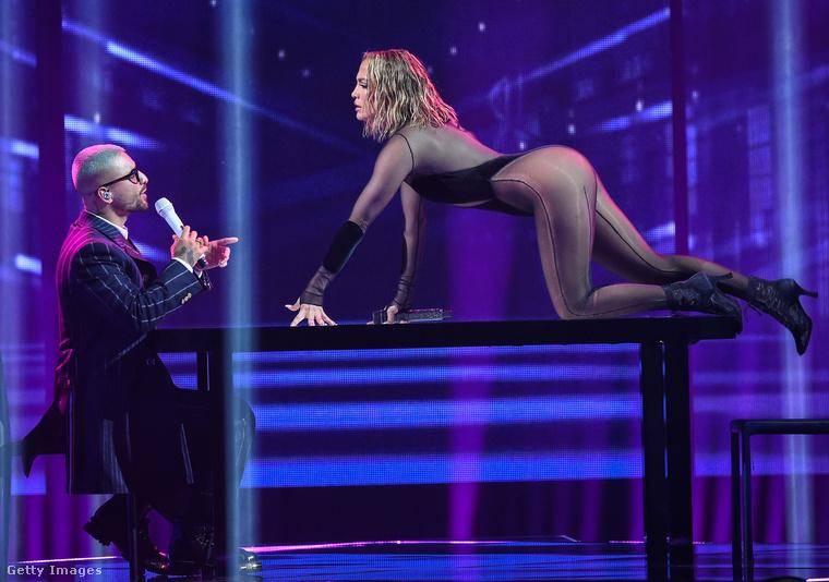 És ha már felemlegettük Jennifer Lopez és Maluma együttműködését, hadd mutassuk meg, hogy nézett ki, amikor az AMA színpadján daloltak együtt