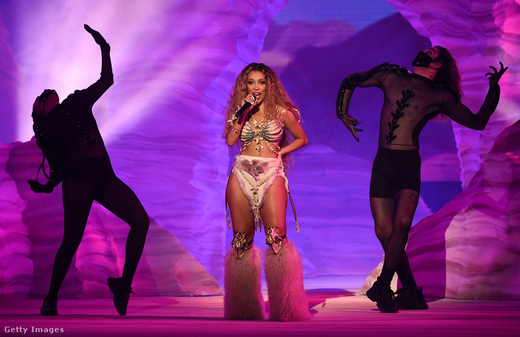 A jobb oldali táncost mi rémíthette meg ennyire? Mindenesetre Doja Cat nyerte meg az év legjobb új, illetve r'n'b előadójának járó díjakat.